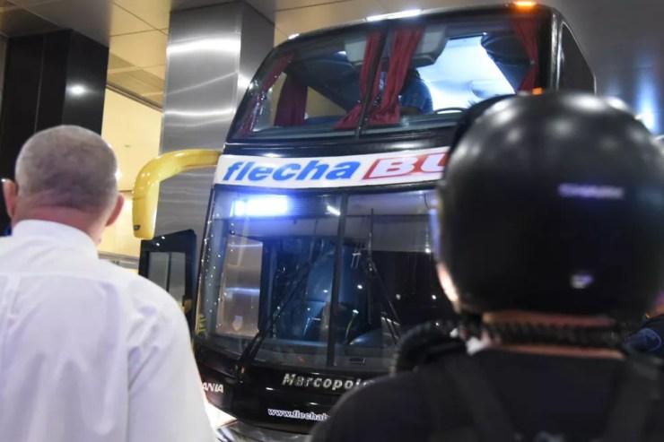 Vidro do ônibus do Santos após apedrejamento na Argentina — Foto: Ivan Storti/Santos FC