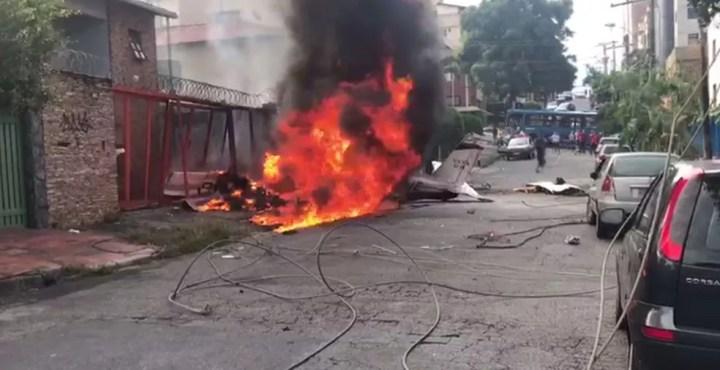 Aeronave pegou fogo e ficou destruída pelas chamas — Foto: Corpo de Bombeiros/Divulgação