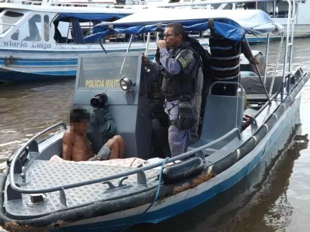 O caseiro foi levado para o 1º Distrito de Polícia Integrado de Manacapuru, onde passará pelos procedimentos legais (Foto: Aduto Silva/TV Amazonas)