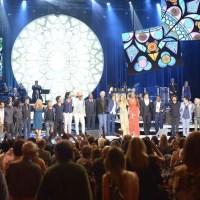 Especial Roberto Carlos quarta-feira 23/12/15 - Roberto canta com Ludmilla, Thiaguinho e muito mais