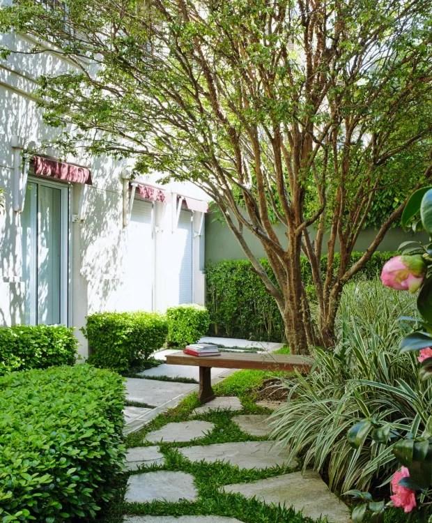Jardim com jabuticabeira (Foto: Victor Affaro / Editora Globo)