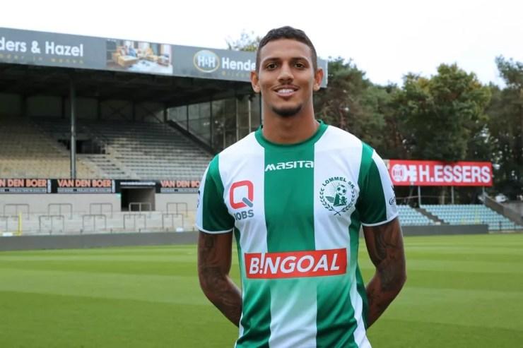 """Ex-Flamengo, Vinicius Souza é apresentado em clube belga: """"Estou muito  feliz e realizado""""   futebol internacional   ge"""