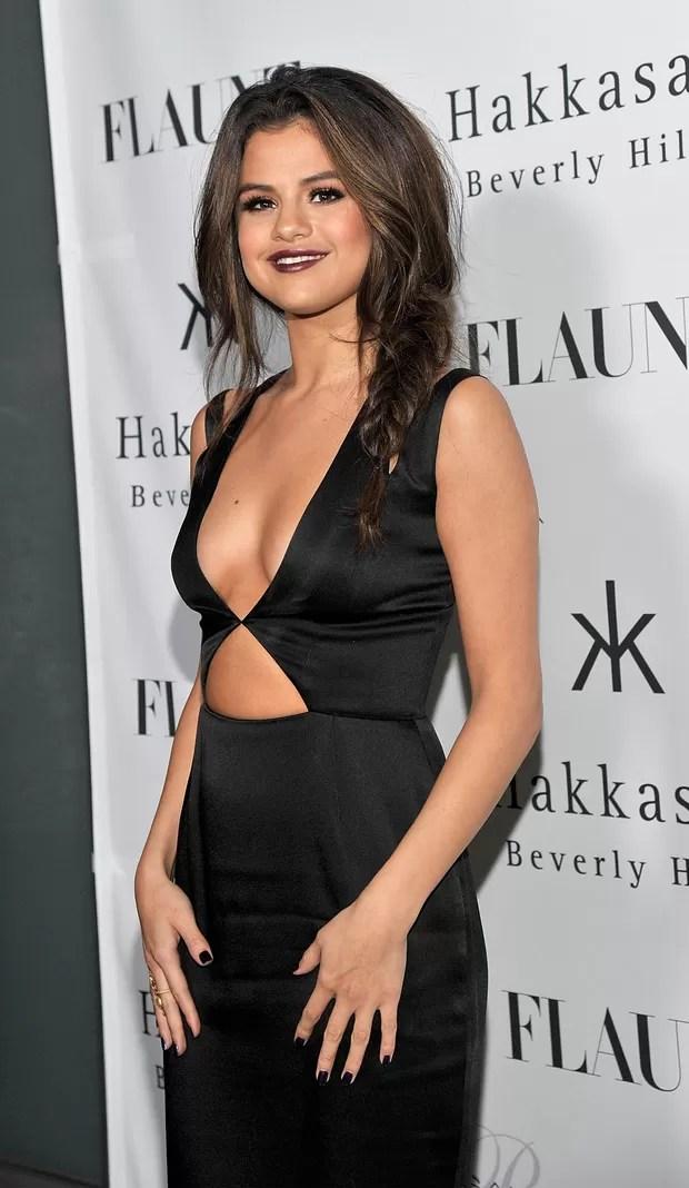 EGO - Selena Gomez usa decote vertiginoso em festa - notícias de Ego Teen