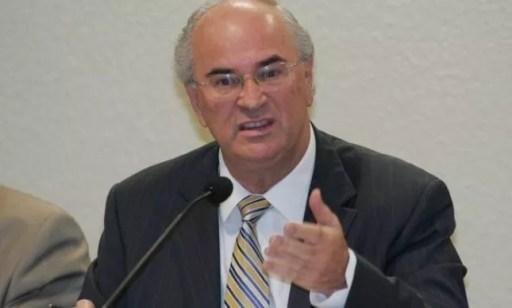 O advogado Roberto Teixeira na CPI dos Bingos