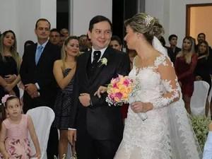 Noiva preparou casamento surpresa para o noivo e atraiu ele para local da cerimônia (Foto: Artur Lira/G1)