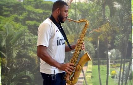 Jucilei, craque também no saxofone, quer ficar no São Paulo em 2018 (Foto: Erico Leonan)