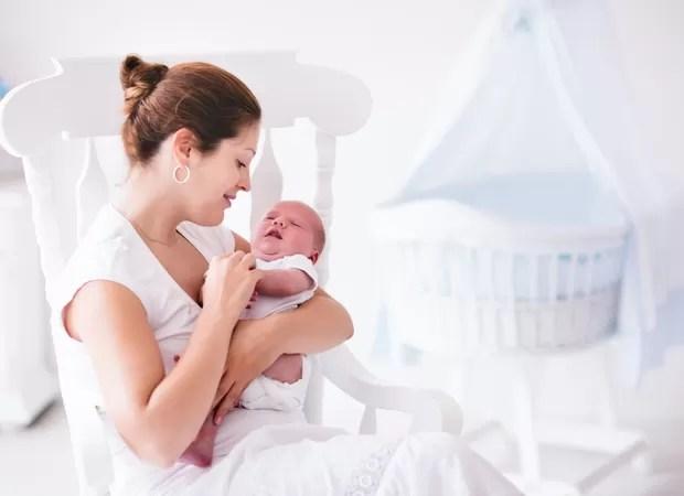 Colo na hora de dormir o beb vai ficar malacostumado  CRESCER  A importncia do abrao
