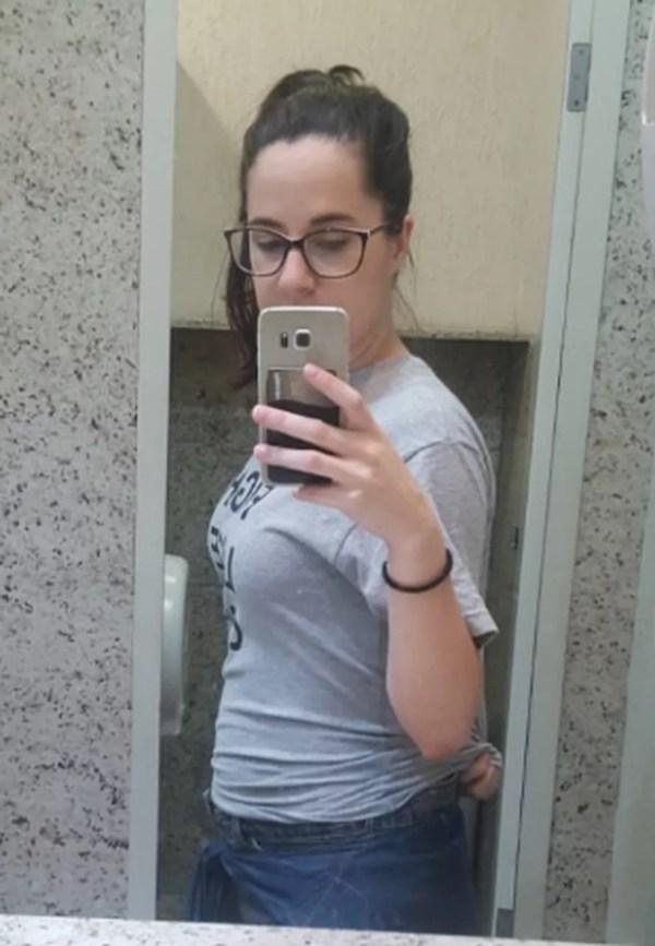 Barriga da Lana no dia em que descobriu a gravidez, com oito meses de gestação — Foto: Arquivo pessoal/Lana Maria Wigand