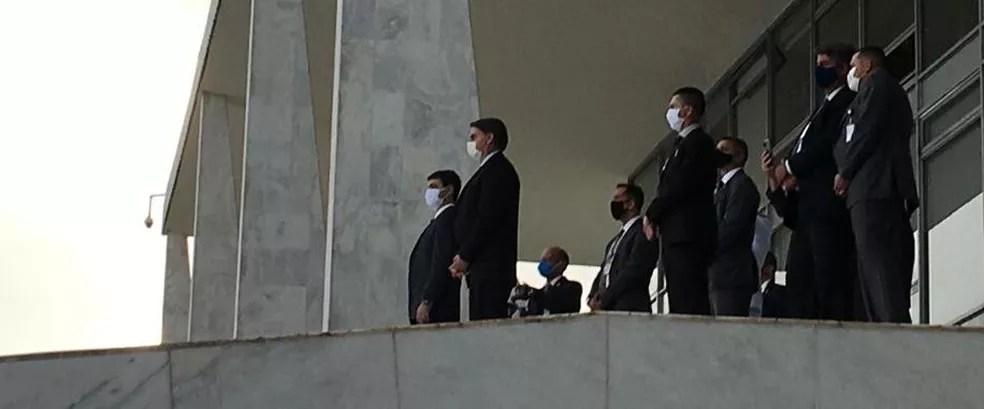 O presidente Jair Bolsonaro na rampa do Palácio do Planalto após encontro com Rodrigo Maia — Foto: Gustavo Garcia / G1