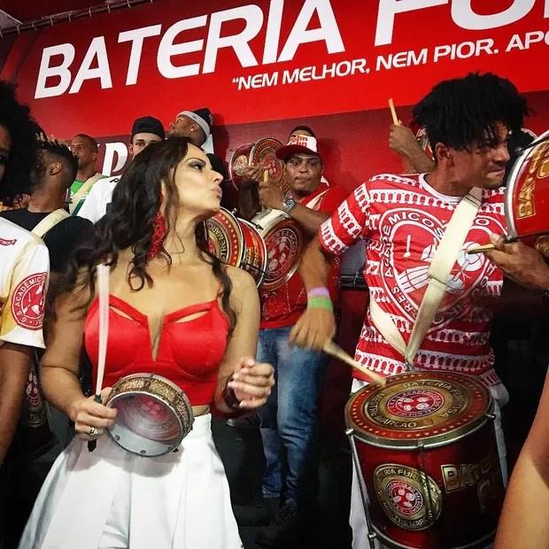 Viviane Araújo no ensaio do Salgueiro para o carnaval 2017 (Foto: Reprodução do Instagram)