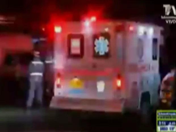 Ambulância chega a hospital na Colômbia (Foto: Reprodução/TV Globo)