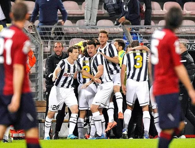 Vucinic comemora gol do Juventus contra o Cagliari (Foto: Reuters)