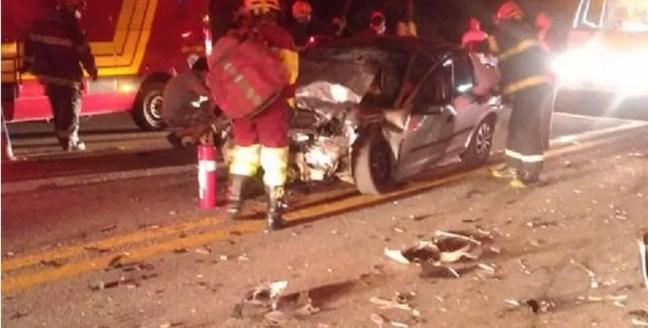 Acidente entre carro e caminhonete deixa 7 feridos na Raposo Tavares em São Roque  — Foto: Marcelo Roque/São Roque Notícias