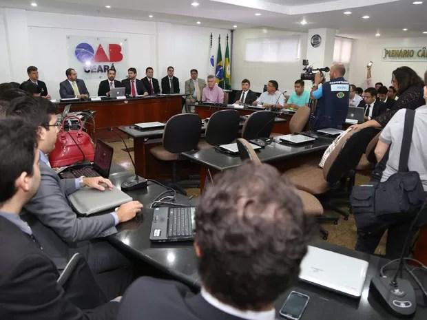 Audi^wencia Pública na OAB reuniu repersentantes de taxistas, do Uber e de órgãos de defesa do consimidor  (Foto: OAB-CE/Divulgação)