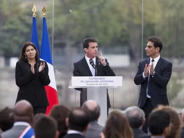 O premiê francês Manuel Valls participa de evento em homenagem aos armênios mortos durante a Primeira Guerra Mundial nesta sexta-feira (24) em Paris (Foto: AFP PHOTO / KENZO TRIBOUILLARD)
