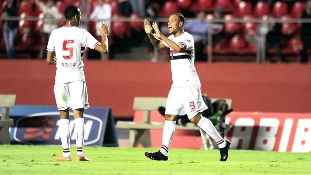 Luis Fabiano comemora gol do São Paulo contra o Palmeiras (Foto: Marcos Ribolli)