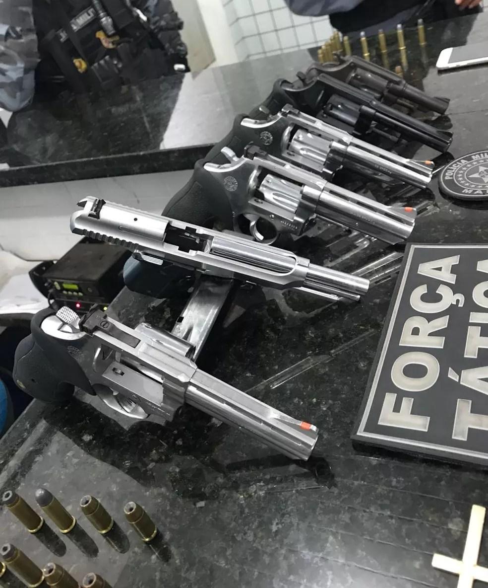 Polícia apreende arsenal de revólveres em Viana — Foto: Divulgação/Polícia Militar