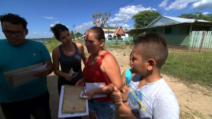 A repórter Eliane Scardovelli foi até uma comunidade ribeirinha de Porto Velho — Foto: Reprodução/TV Globo