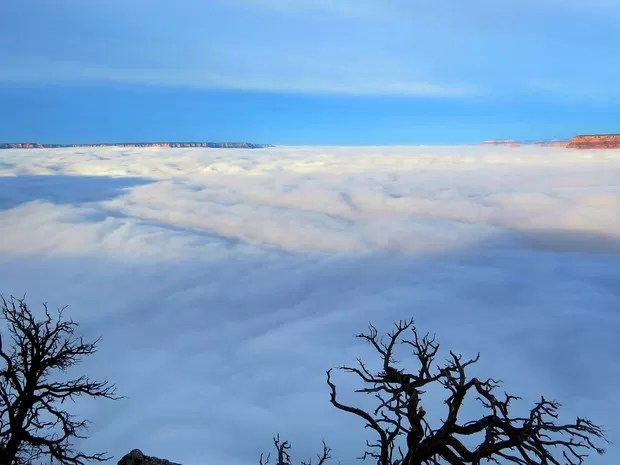 'Tapete' de nuven encobre paisagem do Grand Canyon. (Foto: AP Photo/National Park Service, Maci MacPherson)