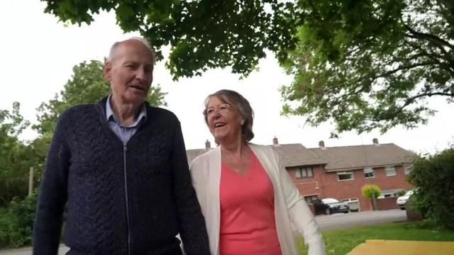 Lynda disse que chegou a achar que o marido não sobreviveria — Foto: BBC