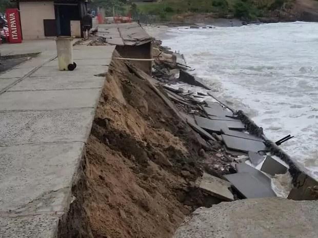 Praia de Piratininga atingida pela ressaca (Foto: Lenilson Paiva / Arquivo Pessoal)