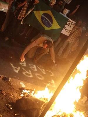 Manifestantes se reúnem no Leblon (Foto: Ariel Subirá /Futura Press/Estadão Conteúdo)