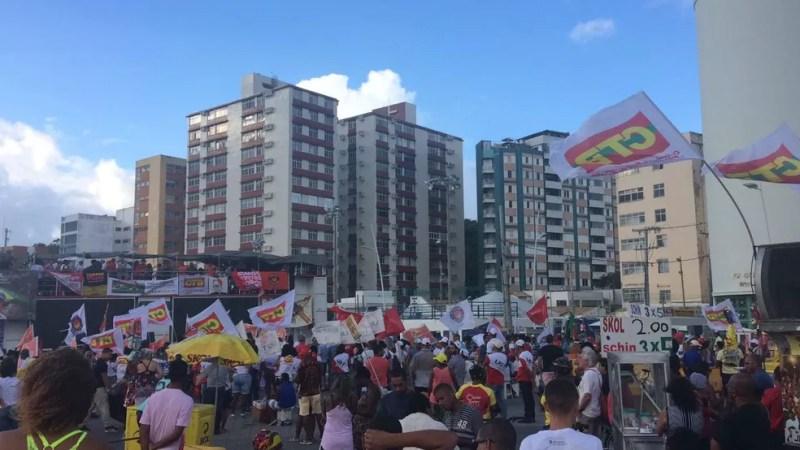 Ato celebra Dia do Trabalho e protesta contra as reformas trabalhistas e previdenciárias (Foto: Alan Tiago Alves/G1 Bahia)