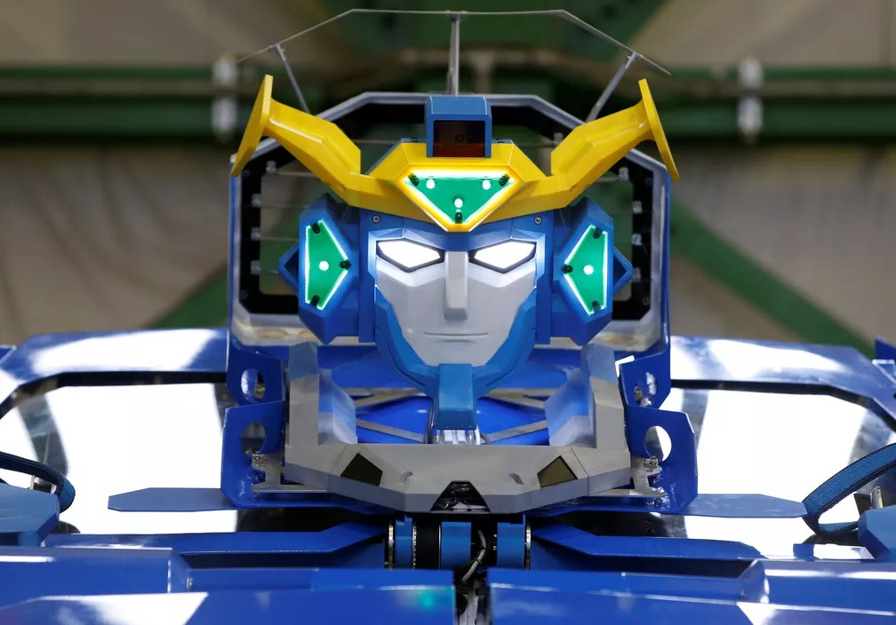 "Robô que vira carro lembra personagem do filme ""Transformers"" (Foto: Toru Hanai/Reuters)"