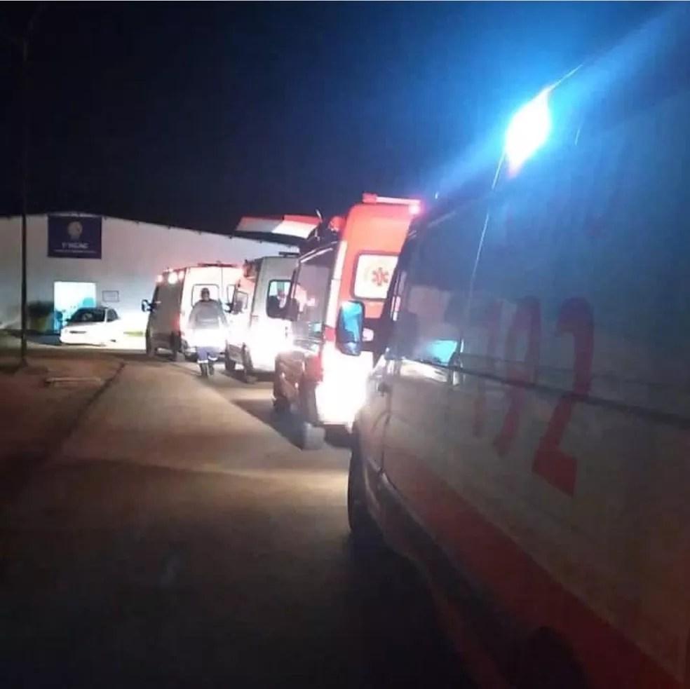 Várias ambulâncias atuaram na transferência de pacientes — Foto: Arquivo/Samu