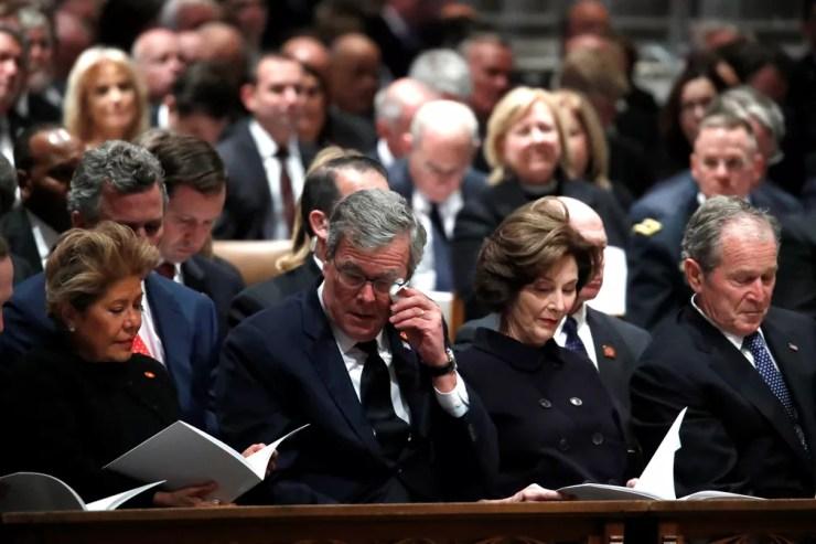 Columba Bush, o ex-governador da Flórida Jeb Bush, Laura Bush e o ex-presidente George W. Bush participam de funeral de George H. W. Bush na Catedral Nacional em Washington — Foto: Alex Brandon/Pool via Reuters