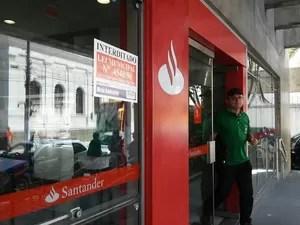 Bancos foram notificados, mas não se adequaram às normas ambientais (Foto: Lucas Leite/G1)