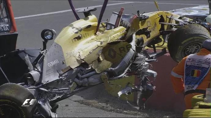 Carro de Kevin Magnussen ficou completamente destruído em acidente no GP da Bélgica (Foto: Divulgação)