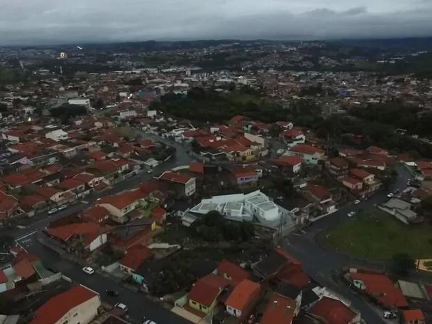 Morador registrou falta de energia no bairro Parque Bela Vista em Votorantim (Foto: Emerson TV Cidade/ Arquivo pessoal)
