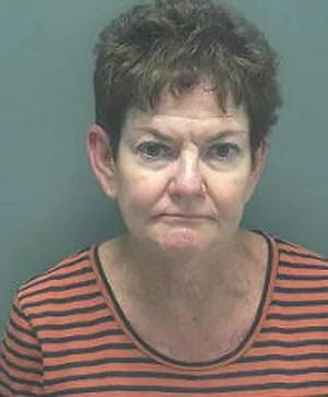 Nancy Louise Vaughn foi presa ao dirigir bêbada a caminha da escola onde trabalhava nos EUA (Foto: Divulgação/Lee County Jail)