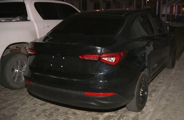 Outro homem foi preso em casa, onde um carro roubado também foi encontrado (Foto: Reprodução/TV Cabo Branco)