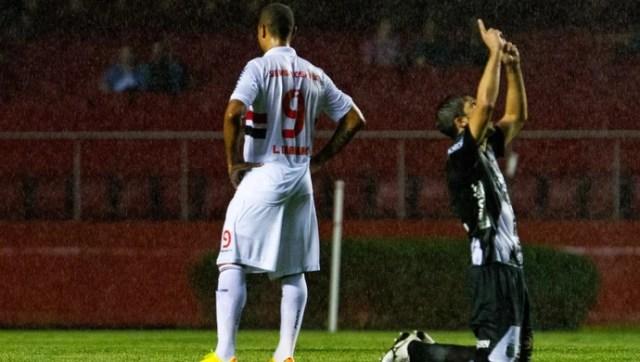 Luis Fabiano São Paulo x Ponte Preta (Foto: Léo Pinheiro / Ag. Estado)
