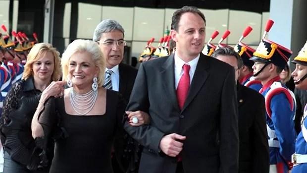 Rogerio Ceni com Hebe Camargo homenagem (Foto: Divulgação / Site Oficial do São Paulo)