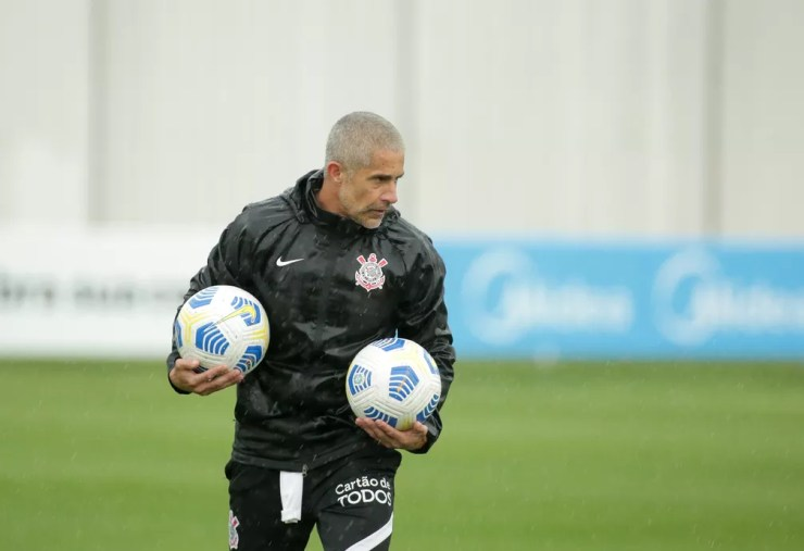 Sylvinho em treinamento do Corinthians — Foto: Rodrigo Coca/Ag. Corinthians