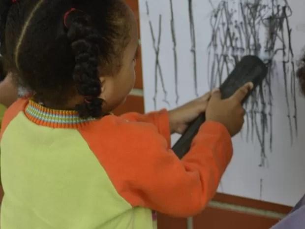 Com diferentes materiais e atividades, crianças farão mais conexões neurais e se desenvolverão mais (Foto: Lilian Borges / Prefeitura de São Paulo)