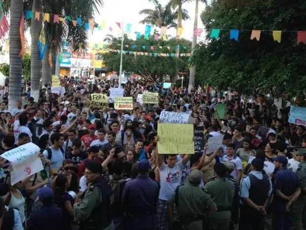 Protesto ocorre em frente à sede da prefeitura de Juazeiro do Norte (Foto: Ericsson Coriolano/Arquivo pessoal)