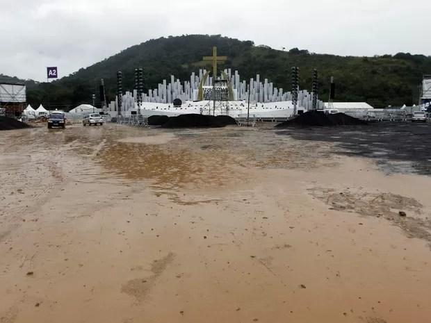 Terreno em Guaratiba, onde fica o Campo da Fé, é alagado pela chuva no Rio (Foto: André Mourão/Agência O Dia/Estadão Conteúdo)
