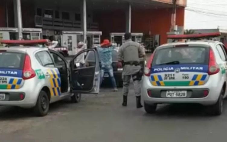 Policiais militares localizaram Léia Fagundes dentro de um cafrro em Goiatuba, em Goiás (Foto: Divulgação/ TV Anhanguera)