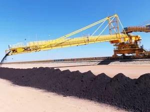 Chegada do minério de ferro no Porto do Açu (Foto: Divulgação/AngloAmerican)