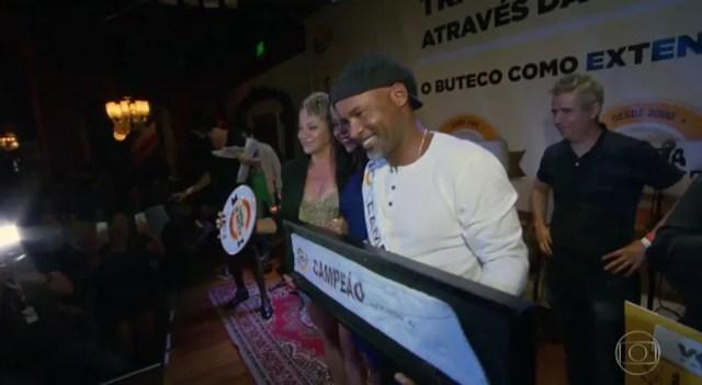 David celebra o bicampeonato do Comida di Buteco no Rio (Foto: Reprodução/Globo)