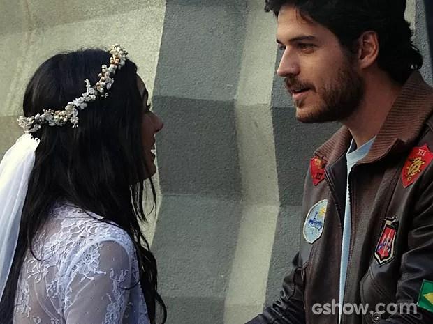 Rafael pede a Sandra para não se casar (Foto: Boogie Oogie/TV Globo)