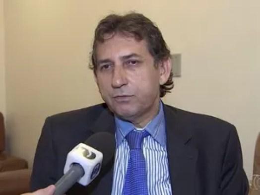 Vereador Paulo da Farmácia (PROS) diz que projeto de lei que restringe horários de bares visa segurança, em Goiânia, Goiás (Foto: Reprodução/TV Anhanguera)