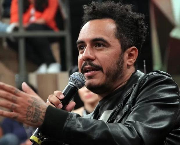 Marcelo D2 comentou sobre a turnê com o Planet Hemp e sobre os novos projetos (Foto: TV Globo/Altas Horas)