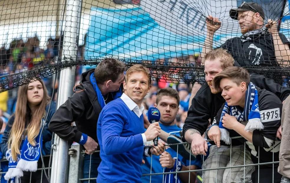 Aos 28 anos, Nagelsmann liderou arrancada para garantir permanência na Bundesliga - e comemorou com os torcedores (Foto: Reprodução / Facebook)
