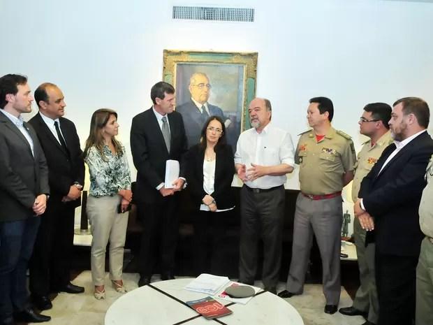 Entrega foi feita na Sala de Reuniões da Presidência da Assembleia Legislativa do RS (Foto: Divulgação/AL)