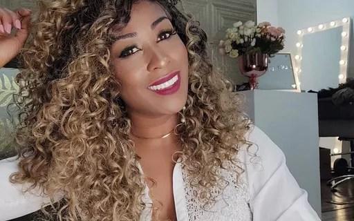 Com lives no Facebook, ela fatura R$ 80 mil vendendo perucas na pandemia
